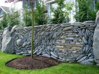 Красивый каменный забор
