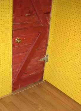 Дверь и пол
