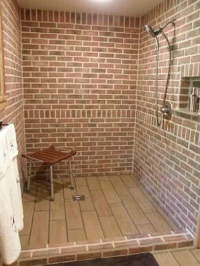 Кирпичная душевая кабинка на даче