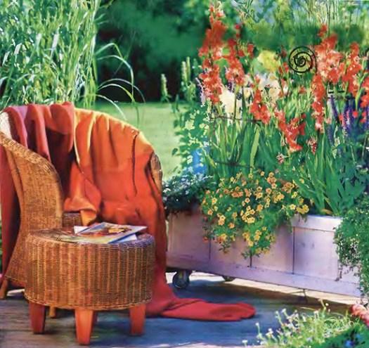 Уголок отдыха на даче - яркое патио с цветами 5