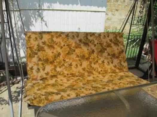 Качели в форме дивана для дачи