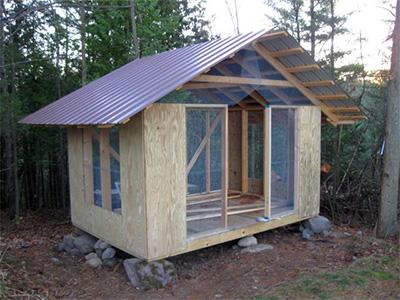 Курятник с двускатной крышей