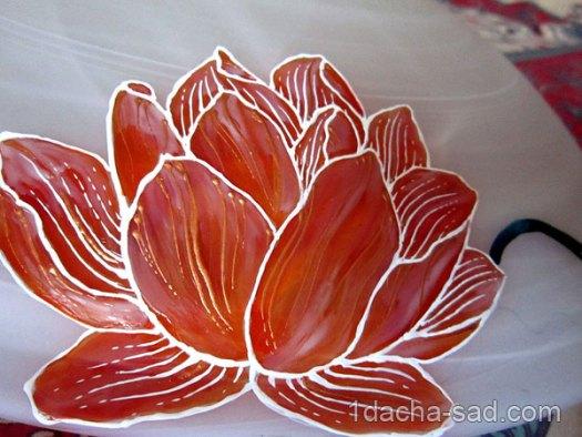 Цветок лотоса витражными красками