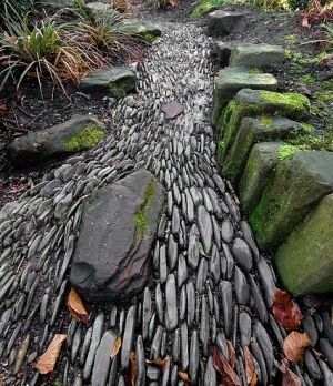 Сухой каменный ручей