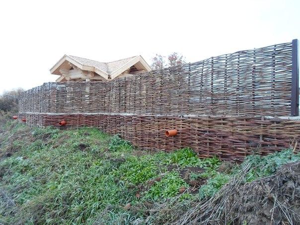 Пример реализации плетня на дачном участке