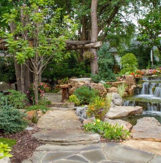 Водопад и дорожки в ландшафтном дизайне