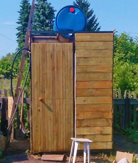 Удобный летний душ на даче всем на зависть