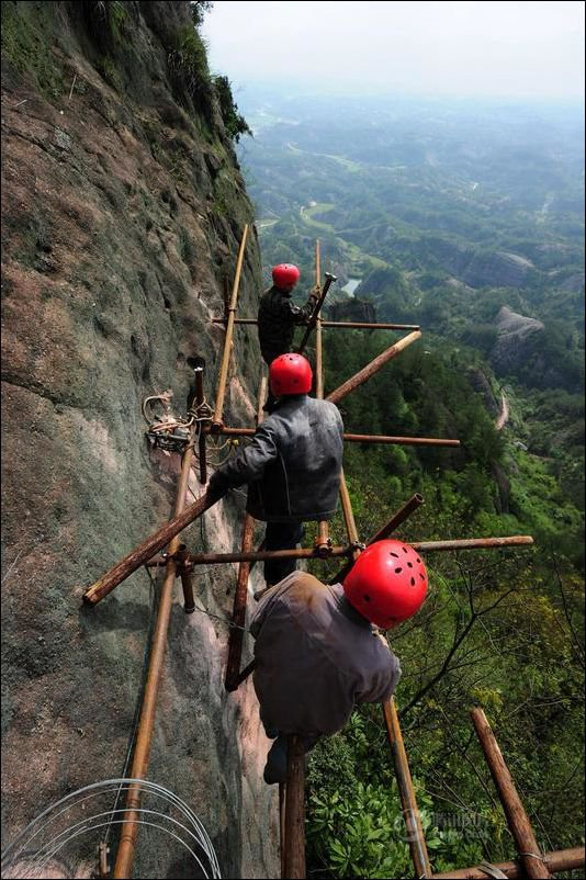 How-to-build-a-path-for-tourists-in-the-mountains-of-China-3