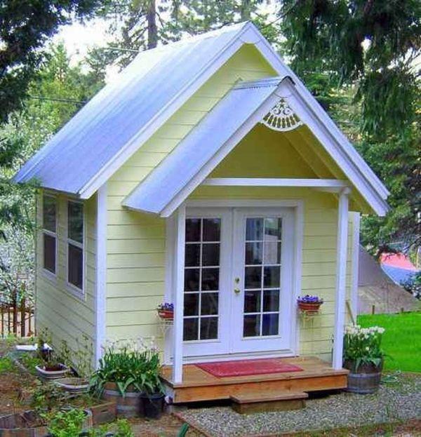 Садовый домик своими руками: строительство из минибруса, с ...
