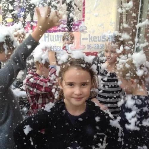 Super gaaf feest met een sneeuwmachine gehuurd bij 1e-keus.nl