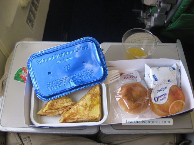 Malaysia Airlines' French Toast - Suspiciously a lot like apple strudel