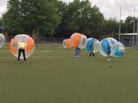 Gespielt wurde Bubble-Football, wobei nicht nur die Kinder, sondern auch die Eltern großen Spaß hatten.