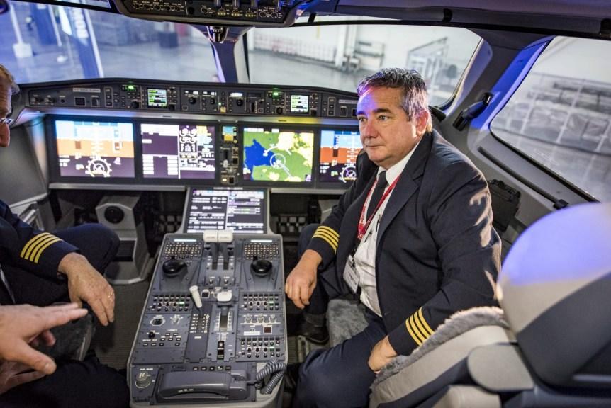 KV1_2898_1 Bombardier CS100 ierodas Rīgā
