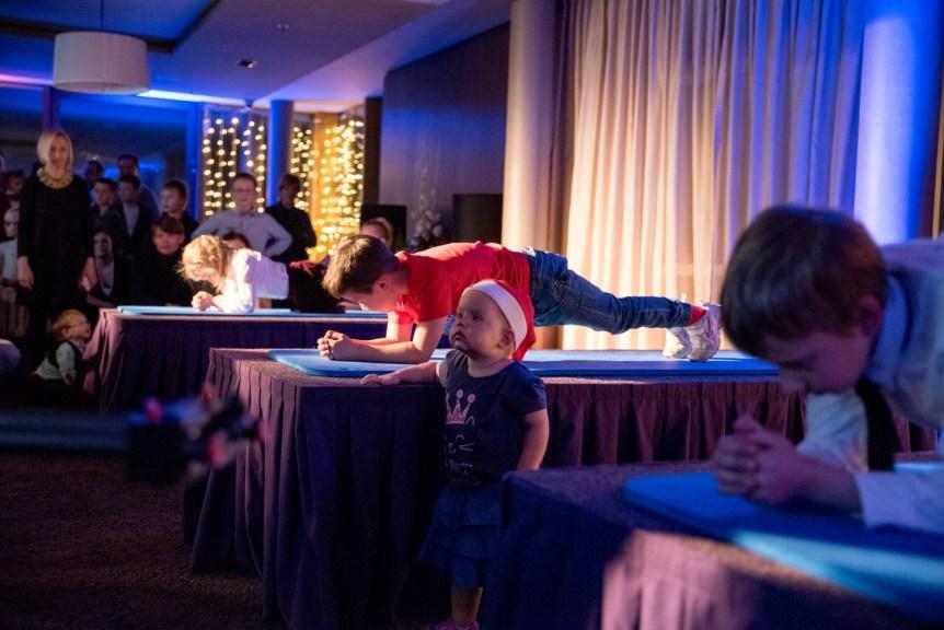 KV1_3840 Planking sacensības Radisson Blu Hotel Latvija