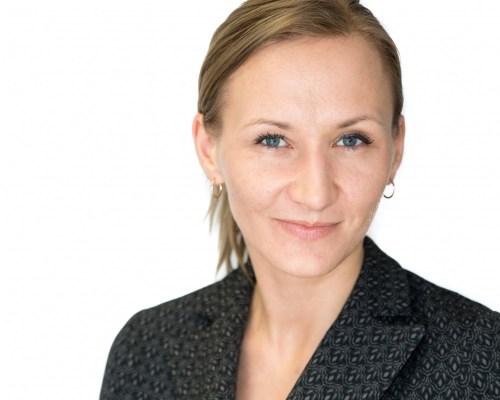 ilonaa Ilona Tuvplāna portreta headshot bilde