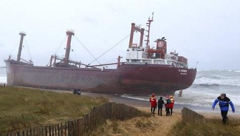 U jižního pobřeží Bretaně ztroskotala v noci na pátek kvůli silné bouři