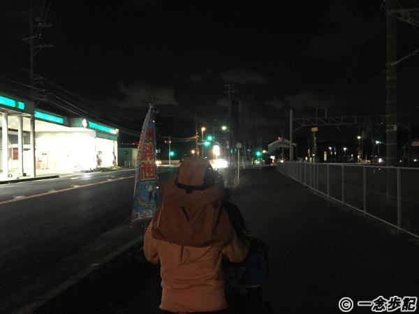 夜道を歩く