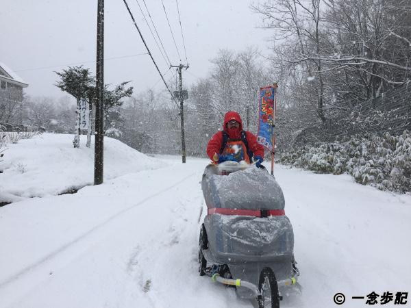 雪道でトレーラーが走行不能に