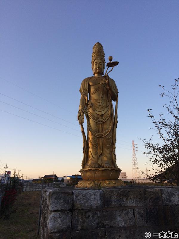 道沿いにあった仏像