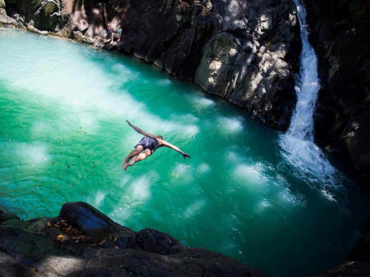 le bassin turquoise des sauts d'Acomat