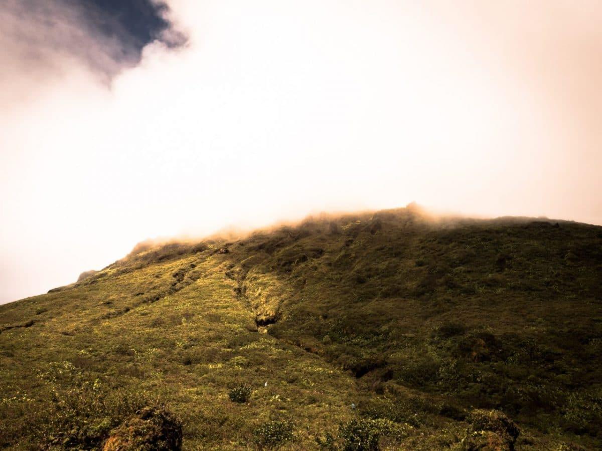 dé-couvrir la Soufrière : une rencontre avec un volcan