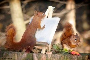 Ngồi yên cho mình vẽ nào!