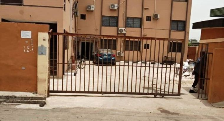 Big office space for rent   3bedroom office space off Toyin available for rent
