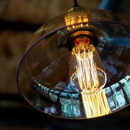 lamp-1085359_1920