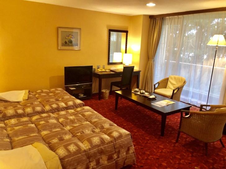 鴨川グランドホテルの洋室内