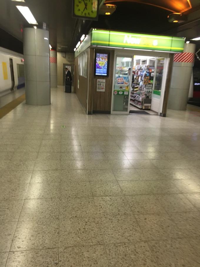 東京駅京葉線1番線ホームのコンビニ