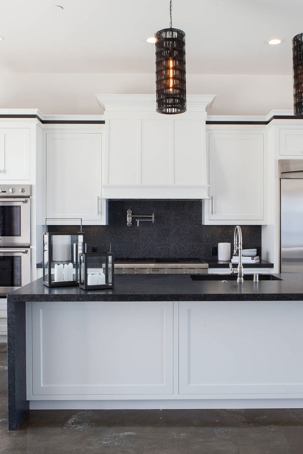 50+ Black Countertop Backsplash Ideas (Tile Designs, Tips ... on Backsplash For Black Granite Countertops And White Cabinets  id=52583