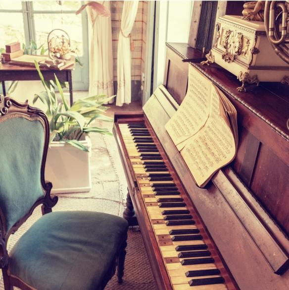 professeur pour jouer du piano avec plaisir