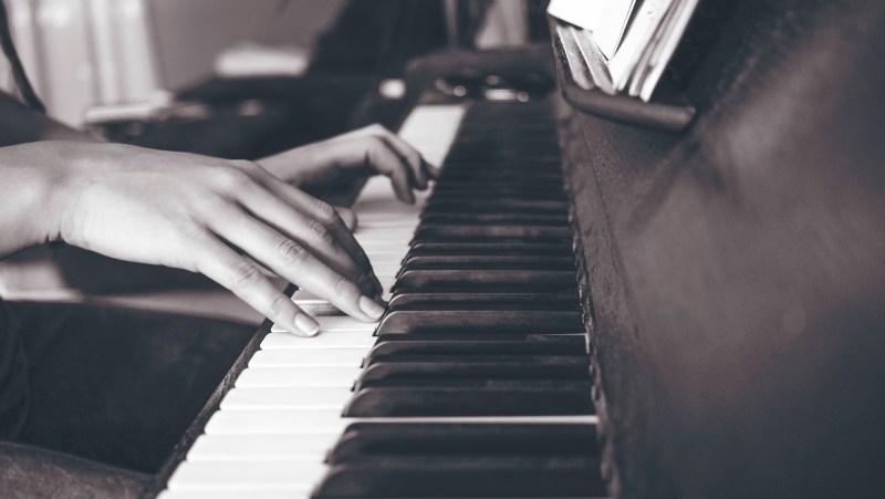 on fait fonctionner son cerveau lorsque l'on apprend à jouer du piano