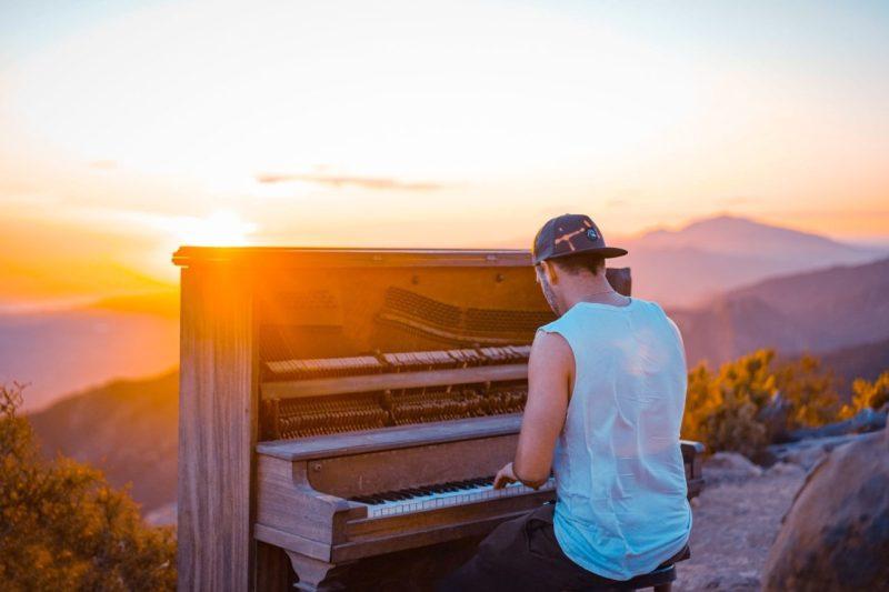 improviser au piano en utilisant des connaissances précises