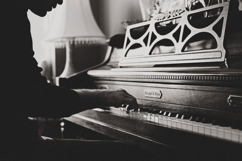 Pianiste jouant du piano