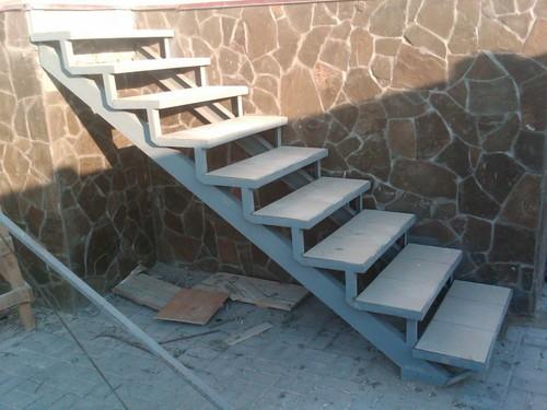 Лестница в гараже своими руками: подробно об изготовлении
