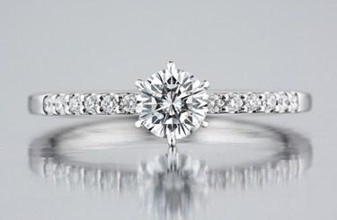 プロポーズをお考えの男性におすすめの婚約指輪