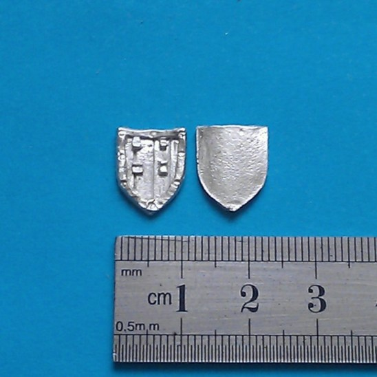 WP17 Small medieval heater shield.