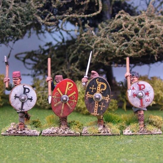 Warriors, unarmoured, attacking, caps, handweapons (4)