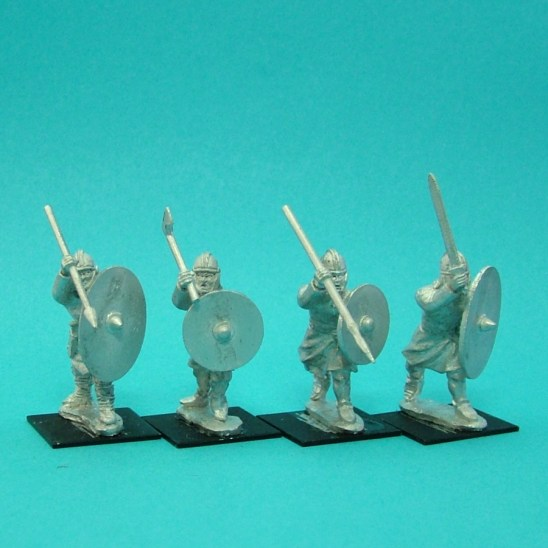 Warriors, unarmoured, attacking, helmets, handweapons (4)