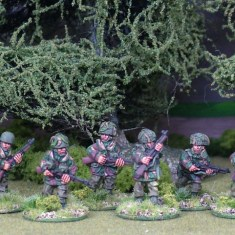 28mm British airborne paratroops with rifles.