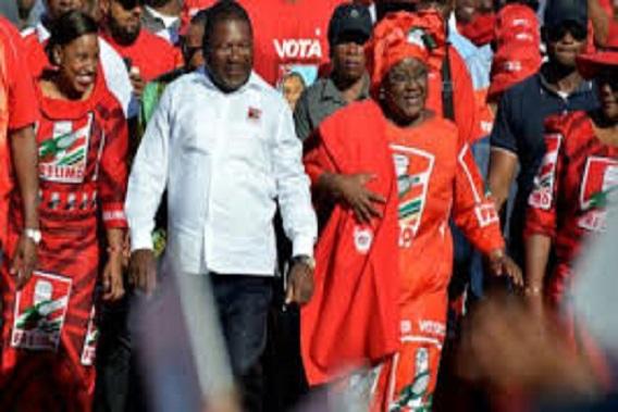 Mozambique votes in tense election after violent campaign
