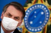 Bolsonaro approved a law requiring masks on streets and in public transportation