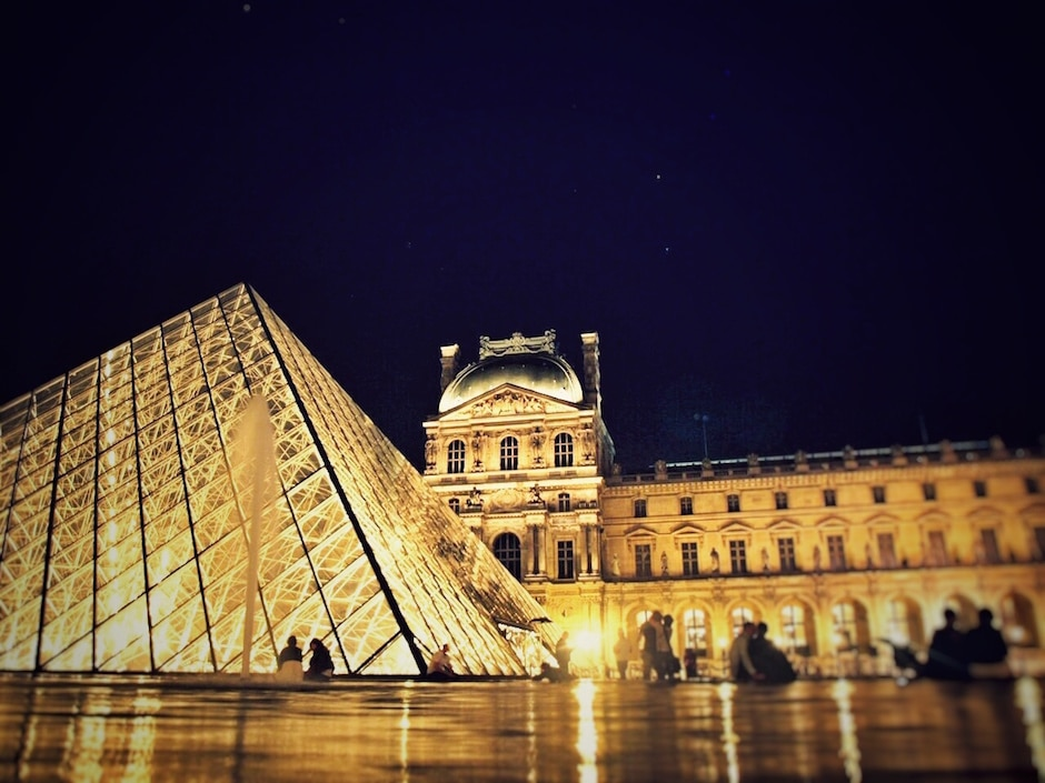 Paris_Louvre bei Nacht_1 THING TO DO