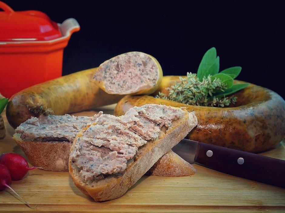 Mmmmmmh, lecker! Die lampukische Traditionsleberwurst schmeckt allerdings nicht halb so gut wie die Pommersche Gutsleberwurst aus der Rügenwalder Mühle.