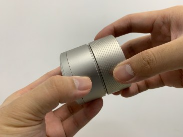 Remove the magnetic attachment ring of K-Plus Grinder