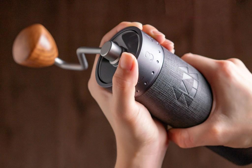 Adjusting the grind setting of J-Max grinder