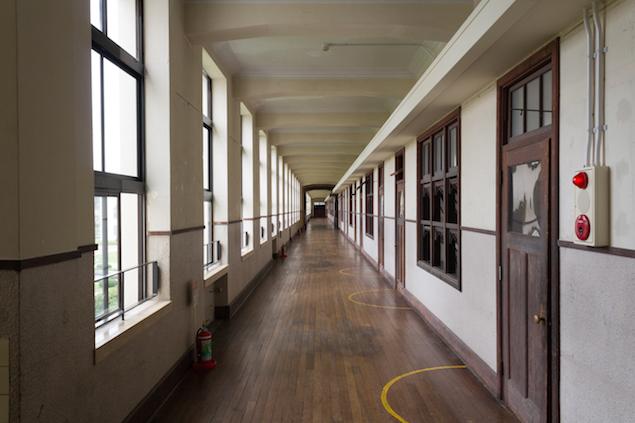 豊郷小学校の廊下