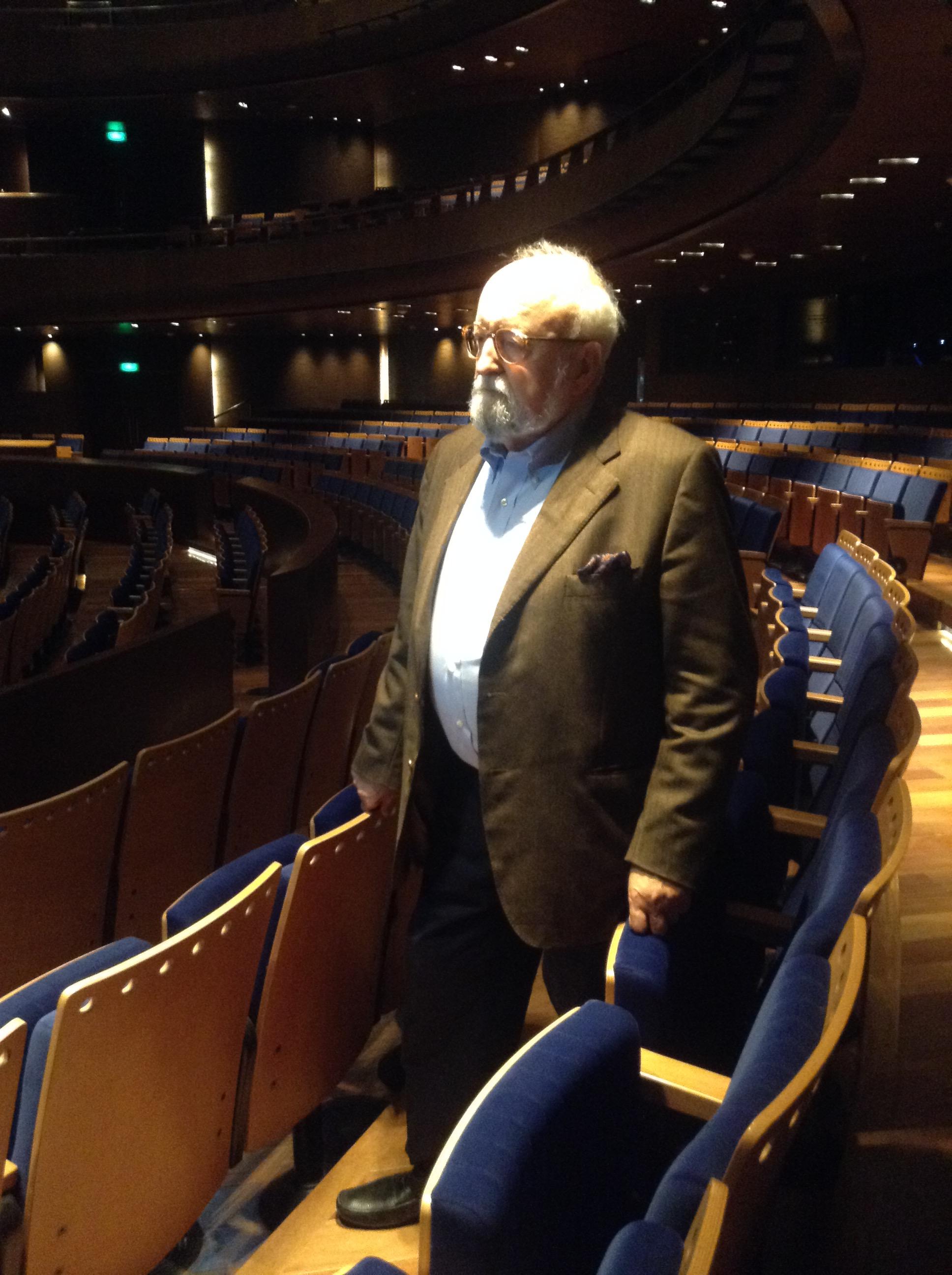 El maestro disfrutando por primera vez dentro del Gran Teatro Nacional