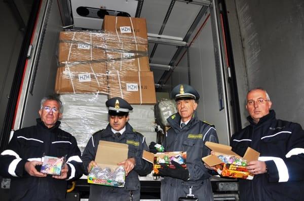 I prodotti contraffatti destinati a una società spagnola sequestrati a Brindisi (2)-2-2